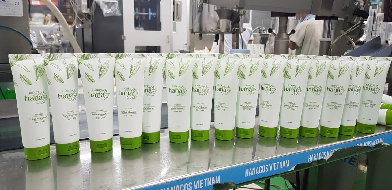 Sữa rửa mặt thảo dược Riori Herbal Cleanser hỗ trợ ngăn ngừa mụn hiệu quả